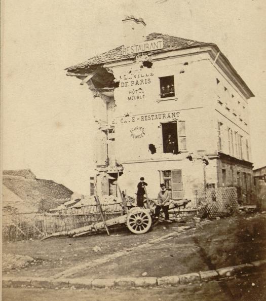Hôtel du Parlementaire (A la Ville de Paris) bombardé 1871