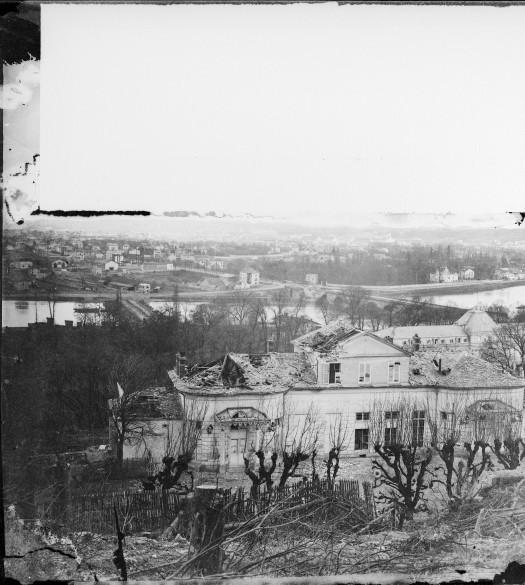 Hippolyte Blancard_Sèvres-Pavillon de Breteuil, quartier général des prussiens incendié par l'armée française-1871