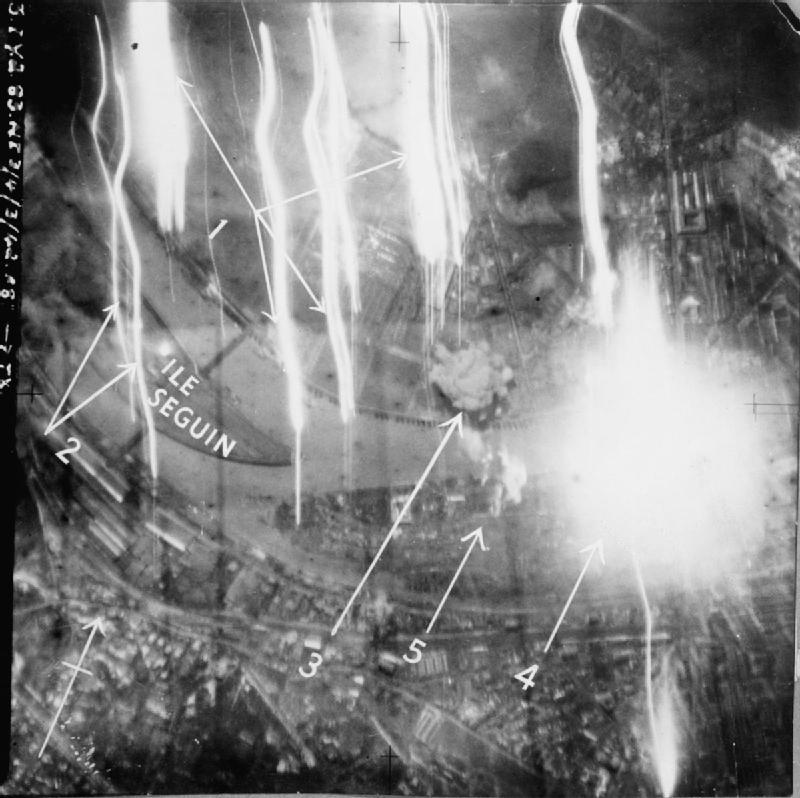 Boulogne-Billancourt,_Royal_Air_Force_Bomber_Command,_1942