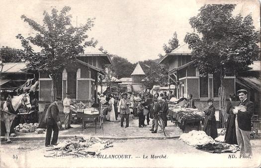 Photo n°1 - devant l'entrée principale du marché