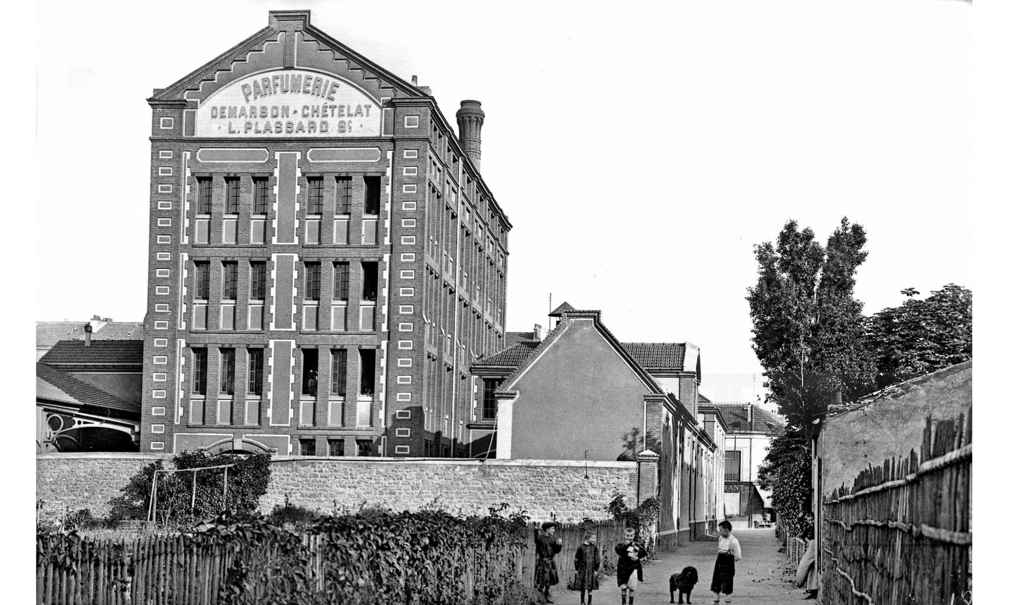 Rue du vieux pont de Sèvres, 92 Parfumerie Plassard