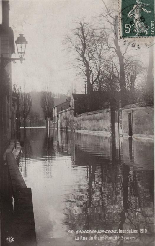 Rue du Vieux pont de Sevres en 1910, proche de la Seine