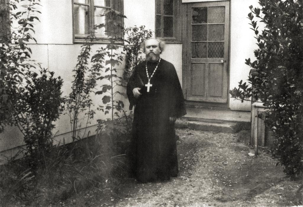 En 1928, le recteur de la paroisse de Boulogne est le père Jacob Ktitarov, ancien prêtre source : boulogne-orthodoxe.fr