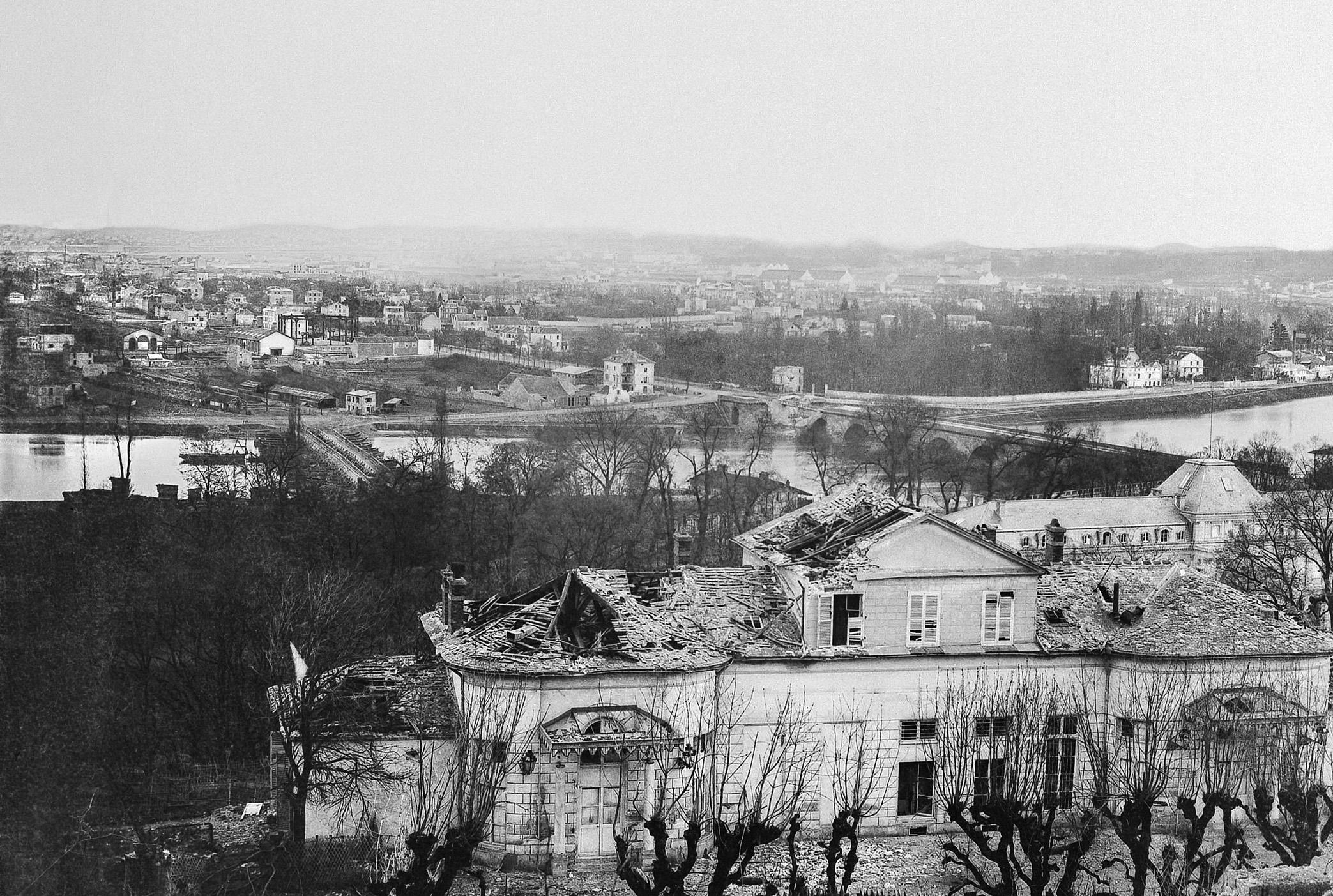 Sèvres-Pavillon de Breteuil, quartier général des prussiens incendié par l'armée française-1871